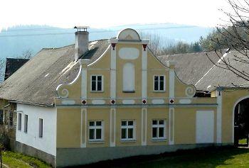 Buk, mala vesnicka pod Boubinem,zde je pouze jeden ze statku od Jakuba Bursy
