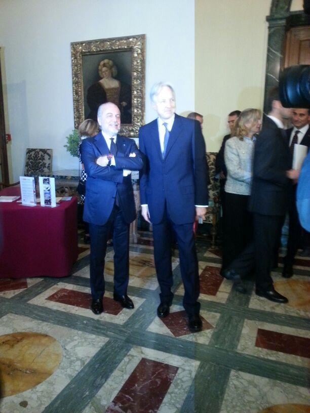 Aurelio De Laurentiis e l'Ambasciatore Christopher Prentice all'anteprima de IL TERZO TEMPO presso la Residenza dell'Ambasciatore Britannico a Roma photo by Maria Azzurra Carmosino