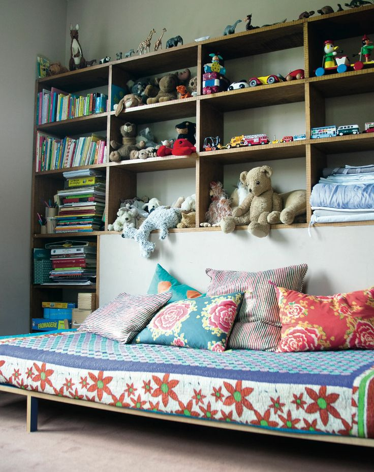 .: Kids Decoration, Kids Bedrooms, Rooms Idea, Living Rooms, Daybeds Idea, Eclectic Kids Rooms, Kids Rooms Storage, Boys Storage Idea, Baby Rooms