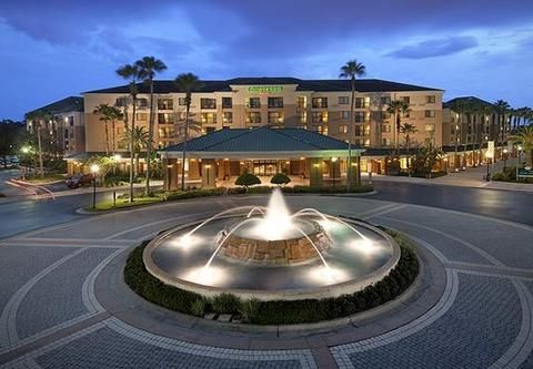 Courtyard-Orlando-Lake-Buena-Vista-in-the-Marriott-Village-Hotel-Exterior