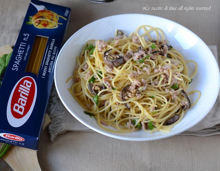 Spaghetti tonno e melanzane,un primo speciale,ideali anche da portare in spiaggia.Ottimi da gustare caldi,tiepidi o freddi.Una ricetta deliziosa,facile e v