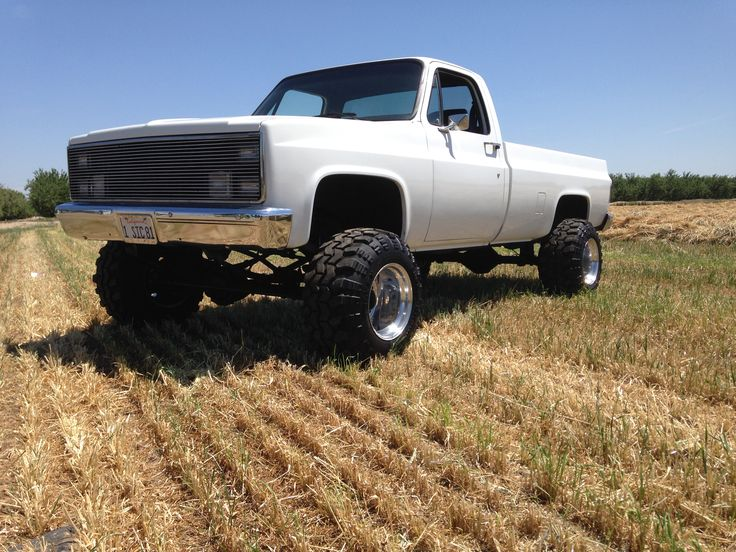 My old Chevy on weld wheels 16.5/14 with 33-15.50-16.5 Super Swampers Big Block