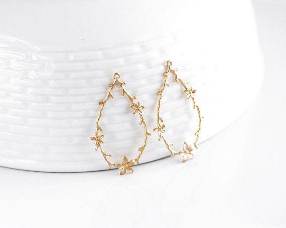 2727 Flower pendant Gold pendant Floral pendants Drop Jewelry