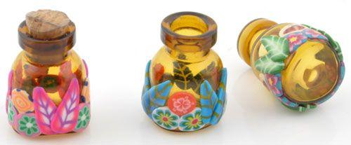 Glazen flesjes voor parfum versierd met fimoklei bloemen en bladeren en met kurk ± 25x17mm http://www.snowfall-beads.nl/go/si/si/34431