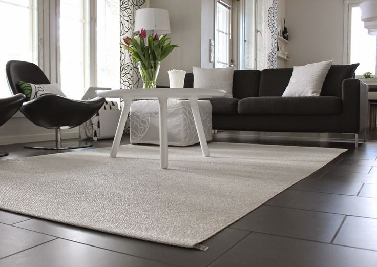 SVEA wide rug, white metallic/white, Pappelina (http://www.nordicblends.nl/pappelina-breed-plastic-vloerkleed-svea.html)