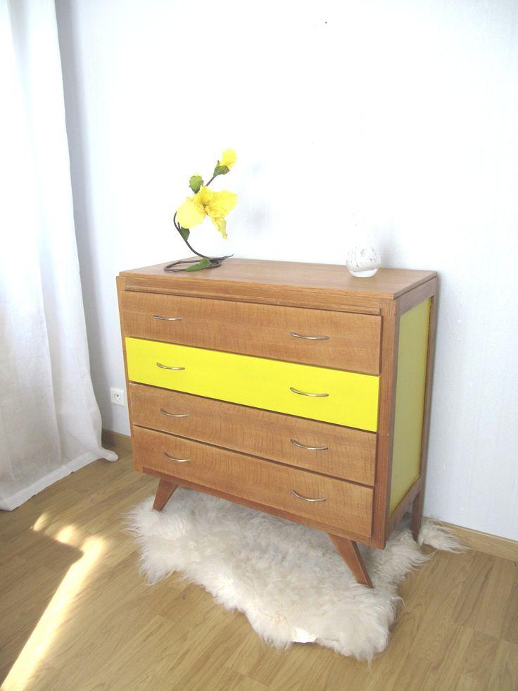 Commode années 60 chêne et jaune pop . : Meubles et rangements par ribambelle-compagnie
