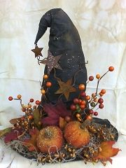 Witch hat centerpiece pattern @ http://www.patternmart.com/pattern/7037/Witch+Hat+Center+Piece/