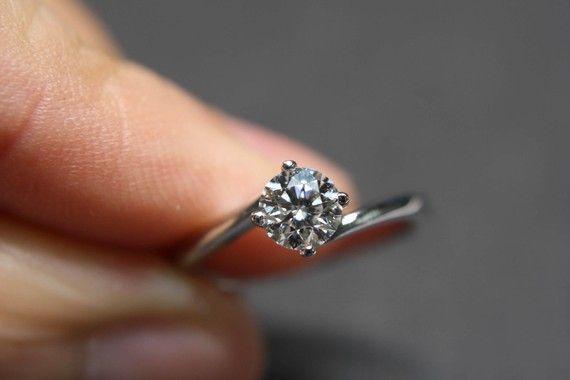 #Classic #Diamond E-Ring (0.50cts) (Credits: Honngai Jewelry [etsy])