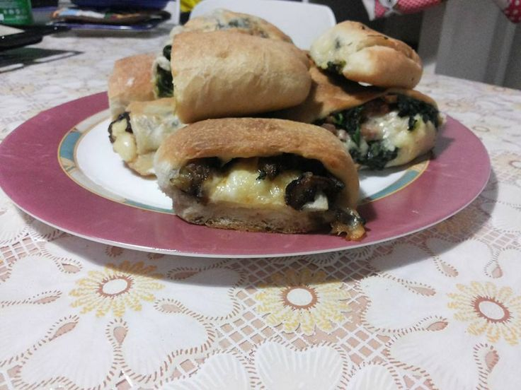 Panini napoletani salsiccia e 'friarielli' e melanzane e scamorza http://blog.giallozafferano.it/lericettedinapoli1/panini-friarielli-e-salsiccia-o-melanzane-e-scamorza/