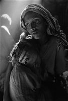 mother and child at the korem camp, ethiopia, 1984 by Sebastião Salgado
