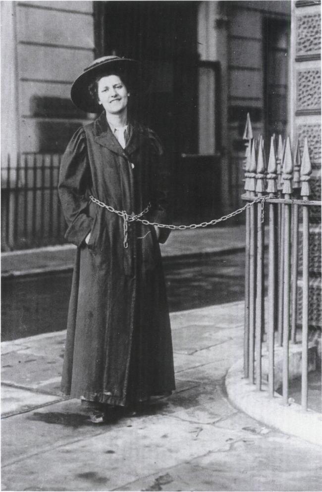 English suffragettes. 1909. Photograph. Danske Kvinders Fotoarkiv, KVINFO, Copenhagen
