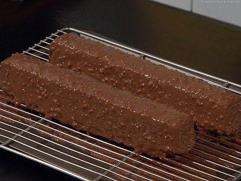 Technique de base : Glacer un gâteau façon rocher - YouTube