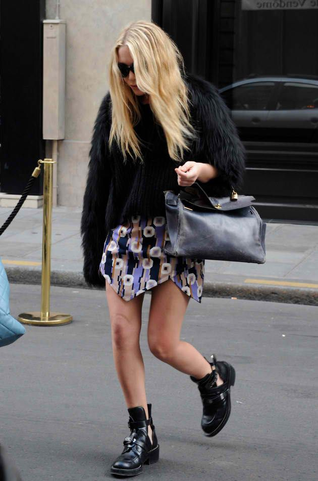 Social Wardrobe: Fashion Bloggers Trends: Mary Kate Olsen's CUT OUT BOOTS