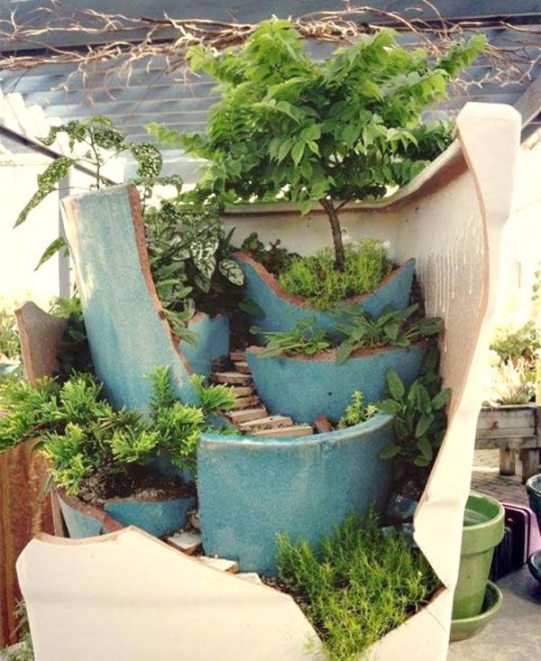 Riciclo creativo: i vasi rotti diventano splendidi giardini