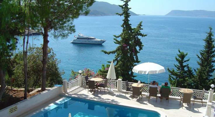 Medusa Hotel Kaş Medusa Hotel is situated at Kas, one of the most beautiful villages on the Mediterranean coast, overlooking Small Pebble Beach, 100 metres away from the town centre.