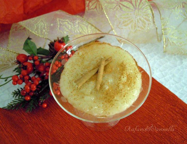 Latte di mandorla ... da mangiare! Come vuole la tradizione molfettese, si consuma la vigilia di Natale, a mezzanotte. http://blog.giallozafferano.it/rafanoecannella/latte-di-mandorla/?doing_wp_cron=1419345980.4356219768524169921875