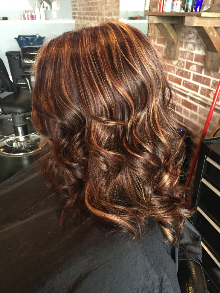 Maghagony all over base with thick chunky honey highlights and chunky dark brown lowlights. All over.  #aloxxi #kreationsbykatie