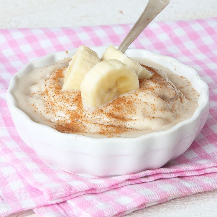 Supergod, nyttig bananglass som bara består av 2 ingredienser – fryst banan och kall mjölk. Lika härlig som mjukglass i konsistensen!