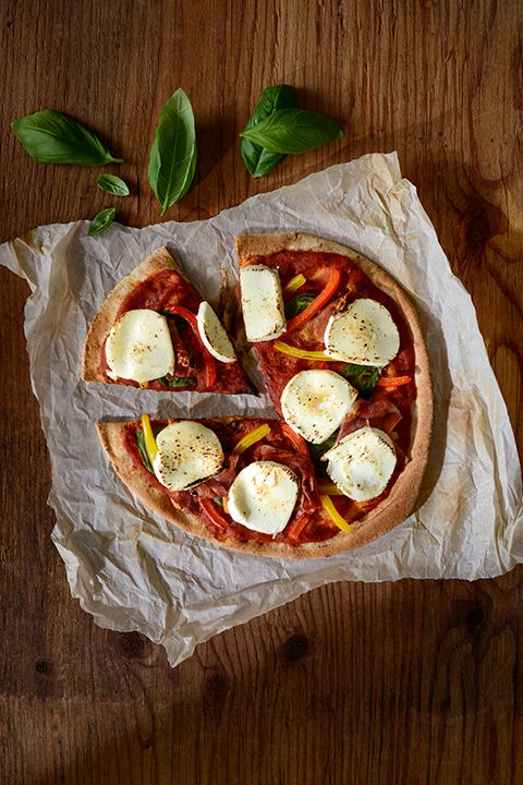 INGREDIENTS BY SAPUTO | Shake things up this Friday night! This delicious pizza Margherita recipe with prosciutto, basil and Woolwich Goat Cheese is the perfect idea for celebrating the start of the weekend!