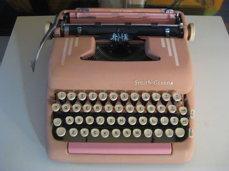 VINTAGE SILENT SUPER 1950's SMITH CORONA PINK PORTABLE TYPEWRITER with CASE #SmithCorona