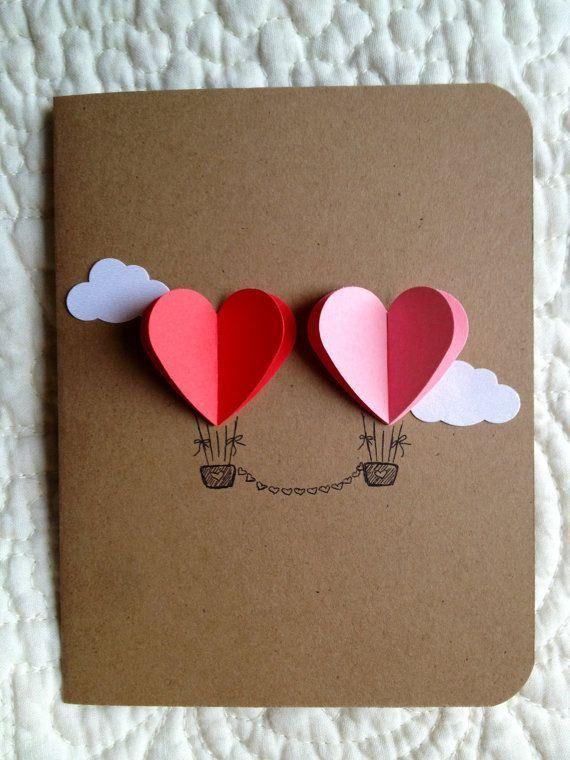 tarjeta con globos aerostático de corazones.