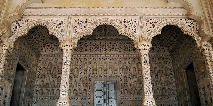 The exquisite inlays in the structures surrounding the Taj Mahal - Photo Gallery by Easy Tours