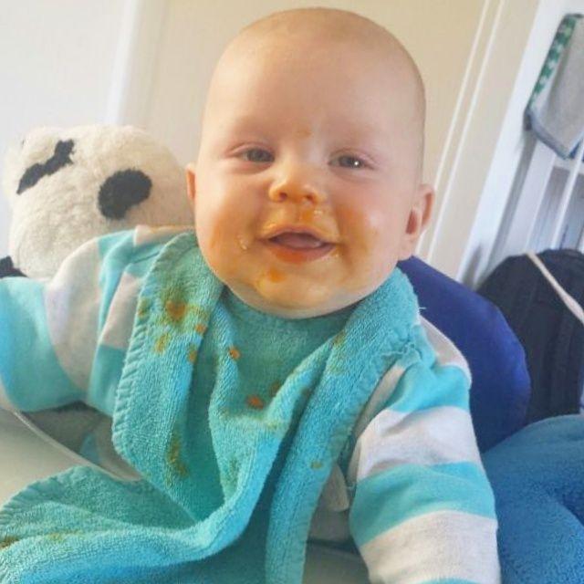 Jim is alweer bijna 2! Hij eet ons bijna arm. :-) Maar toen we net begonnen met bijvoeding zag zijn dagmenu er zo uit. Jim's doordeweekse dagmenu - 5 maanden oud http://alweereennieuwemoederblog.nl/baby-dagmenu-5-maanden/