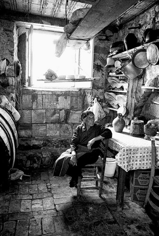1960. Interno in Abruzzo. #TuscanyAgriturismoGiratola