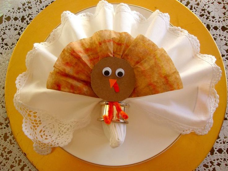 Thanksgiving turkey lollipop place setting with fan fold for How to fold napkins into turkeys