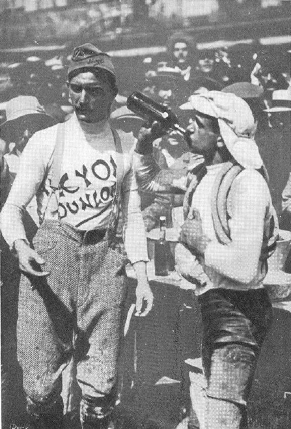 1911 30/7 rit 15 Paris > Gustave Garrigou, grand vainqueur du Tour 1911. Garrigou n'aura laissé qu'à deux reprises la tête du classement général pendant la 2ème et 3ème étape