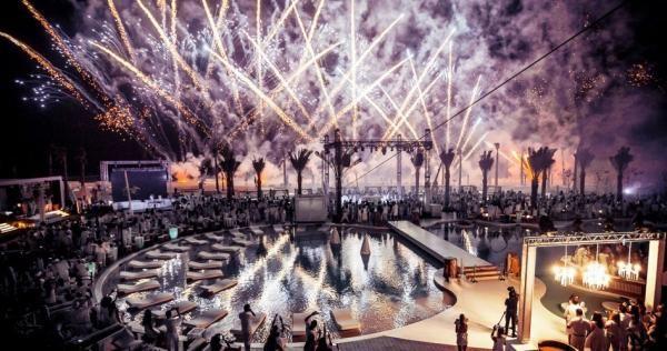 هيئة الترفيه السعودية تحسم الجدل بشأن الاحتفال برأس السنة الميلادية Fireworks Firecrackers Staying Up Late Beautiful Places
