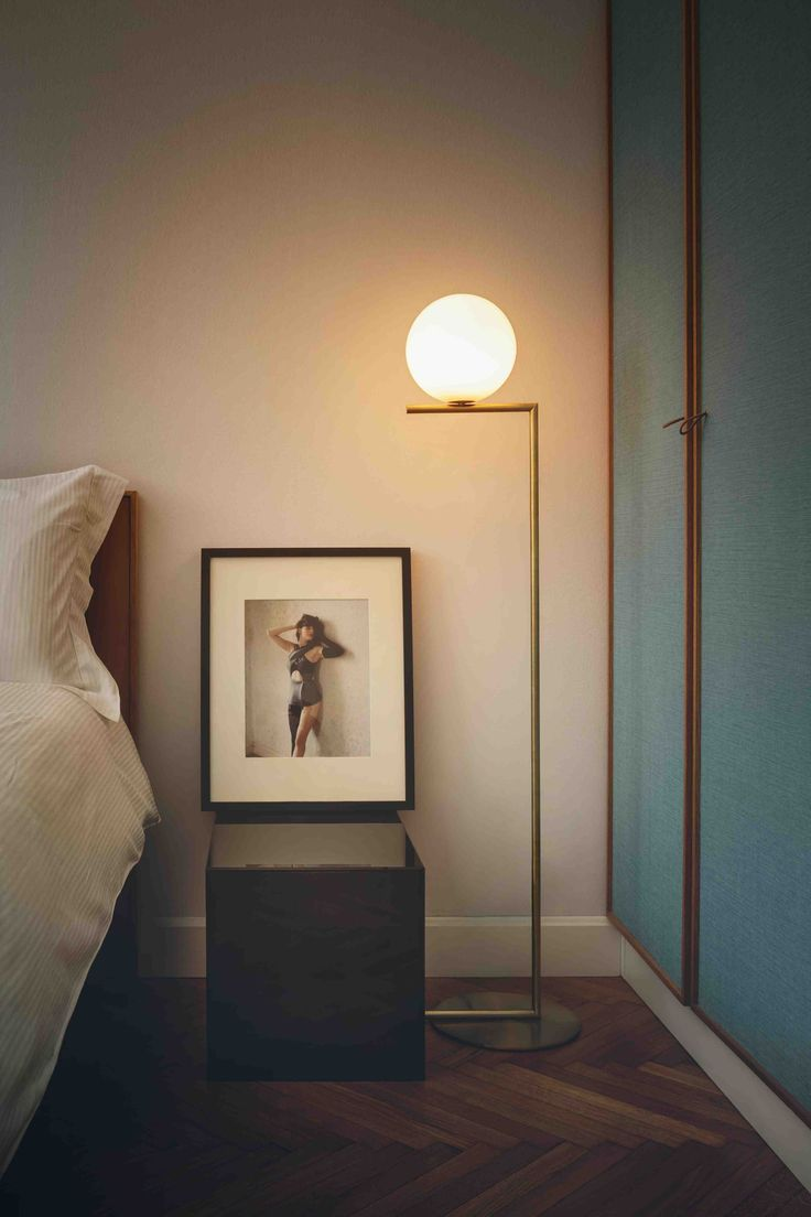 Lampadaire IC Light design Michael Anastassiades pour Flos