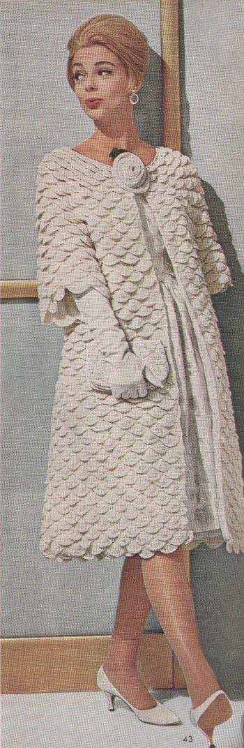 Abrigo blanco modelo de los años 60