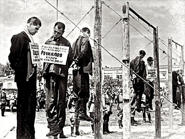 Публичная казнь фашистов на городской площади в Краснодаре , 18 июля 194...