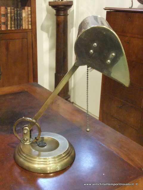 Oggettistica d`epoca - Lampadari e lampade Antica lampada da scrittoio  - Antica lampada ministeriale Immagine n°1