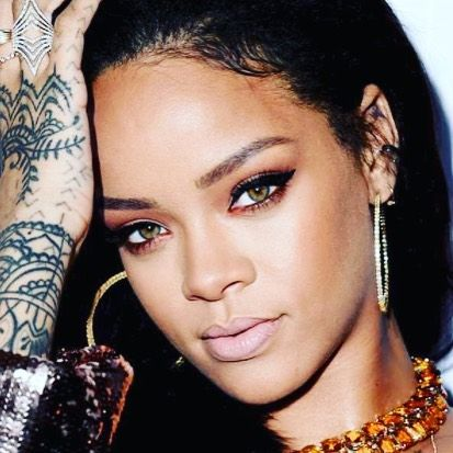 Spotify has released their list of the biggest names in the #streaming industry and Queen Rihanna emerged as the Most Streamed Female Performer of the Year.  That's right despite not releasing any new material Riri still dominated Spotify. She is followed by Taylor Swift and Selena Gomez.   While Rihanna outnumbered her female competition her name didn't emerge as part of the top 5 Most Streamed Artist on Spotify.   The Top 5 list is dominated by male performers with Ed Sheeran sitting o…
