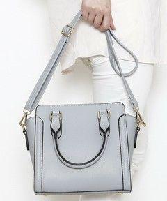 【ZOZOTOWN】PLAIN CLOTHING(プレーンクロージング)のハンドバッグ「【PLAIN CLOTHING】ショルダー付きミドルハンドバッグ」(2CA-BG016)をセール価格で購入できます。