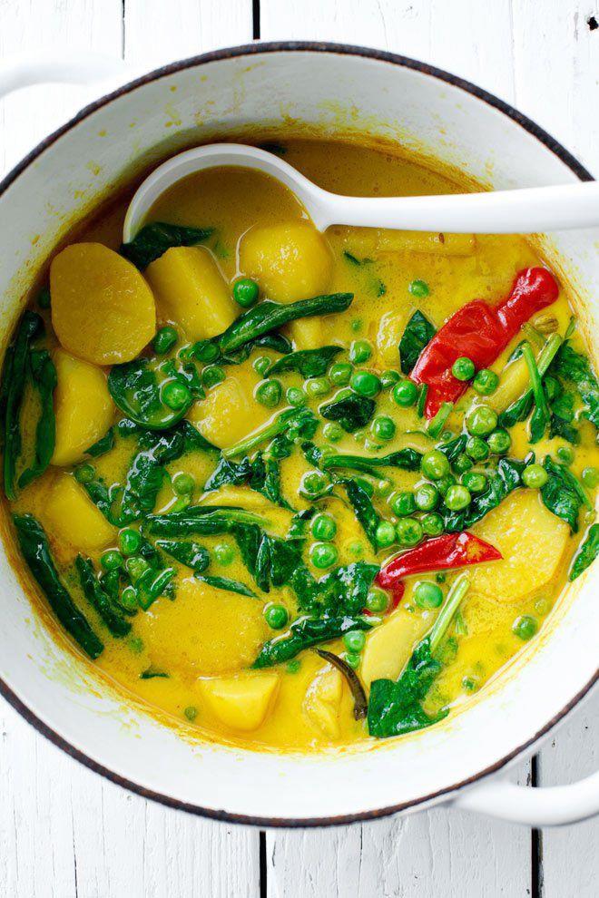 Curry z ziemniakami i groszkiem