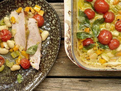 Feines Festessen: Tafelspitz auf viel Gemüse. Kalbstafelspitz aus dem Ofen - mit Bohnen und Tomaten - smarter - Kalorien: 376 Kcal - Zeit: 40 Min. | eatsmarter.de