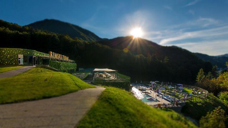 Hotel Rimski dvor se nalazi u Rimskim Termama, između hotela Sofijin dvor 4* i Zdraviliški dvor 4*. #travelboutique #Slovenia #Rimsketerme #putovanje #odmor #relaksacija