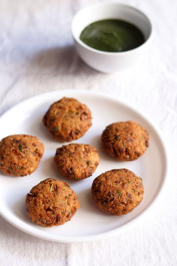 chickpea vada or chickpea fritters recipe. an easy to make simple snack with dried chickpeas or chana. these fritters are similar to falafel in their texture and crunch,