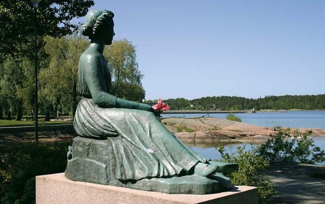 """Fridastatyn på Skäckleparken i Vänersborg, Frida """"Birger Sjöbergs sångmö""""."""