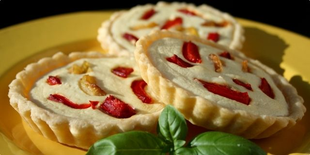 Slane tarts with ricotta cheese and peppers