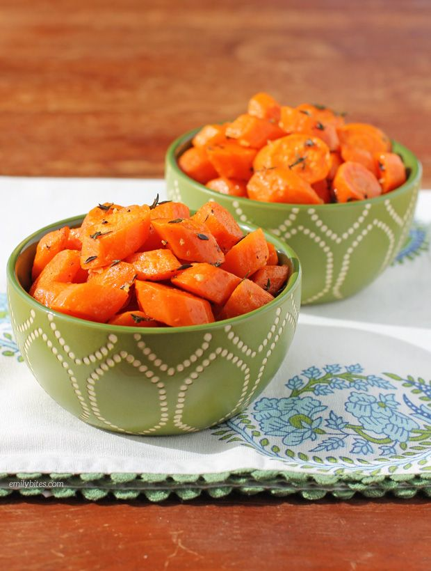 These Garlic Thyme Roasted Carrots are an easy, tasty and healthy side dish that pairs beautifully with practically any main course for just 75 calories!