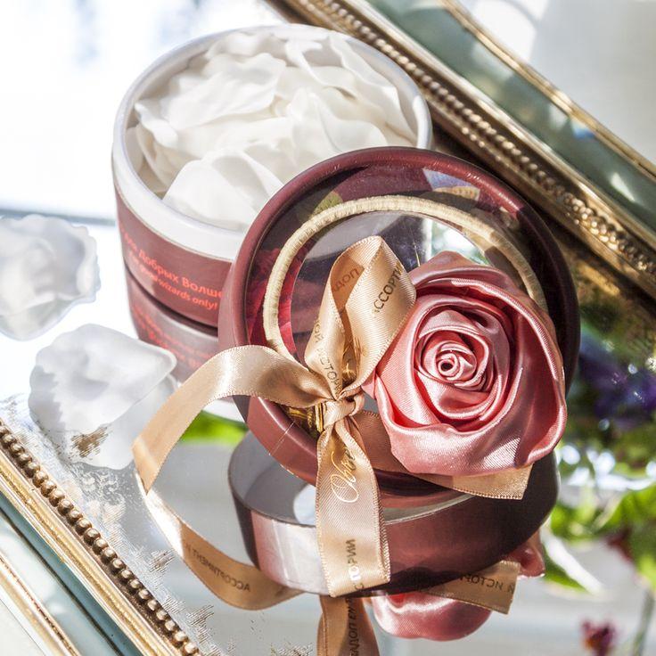 """Чтобы подарок запомнился, преподнести его следует оригинально. """"Объект мечты"""" абсолютно уверен в том, что этим свойством идеально обладает мыло """"Розовое волшебство"""" - лепестки розы с нежным цветочным ароматом. Упакованное в красивую коробочку, оно метко передаст искреннюю благодарность дорогому Вам человеку, станет выразительным и индивидуальным знаком внимания. #objectmechty, #подарок, #подарки, #8марта, #мыло, #ванна, #роза, #gift, #soap, #rose"""