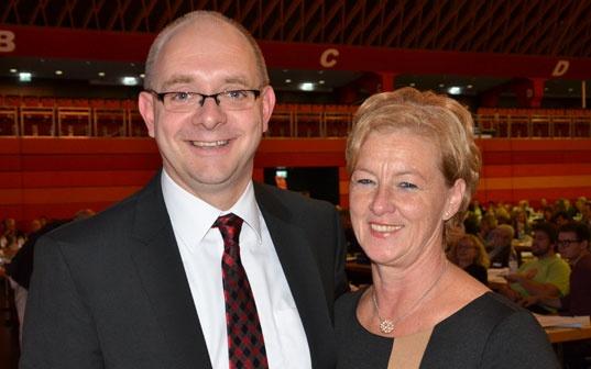 Michaela Engelmeier-Heite mit dem Generalsekretär der NRWSPD Andre Stinka