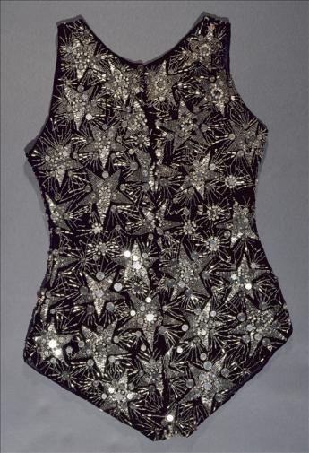maillot Jeanne Lanvin, été 1924 - porté à l'occasion d'une soirée au bord de la piscine chez Marie-Laure de Noailles à Hyères. - See more at: http://www.palaisgalliera.paris.fr/fr/oeuvre/maillot-jeanne-lanvin#sthash.TP1SJKBF.dpuf