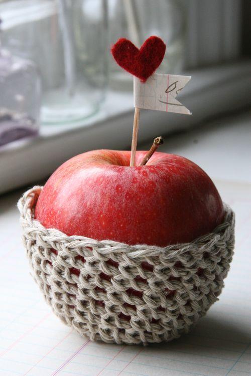 Crocheted apple cozy tutorial