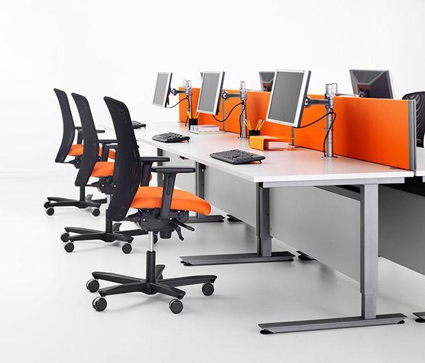 ARBEIDSBORD er helt sentralt i et kontormiljø og vårt fokus er å tilby fleksible løsninger der du som kunde fritt kan kombinere stativ med bordplater i form, størrelse og materiale. Alle våre bord kan justeres i høyden individuelt for hver medarbeider, og våre løsninger tilbyr sitt/stå-løsninger. Velg mellom forskjellig design på stativ og tilpass med valg av farger og materialer.