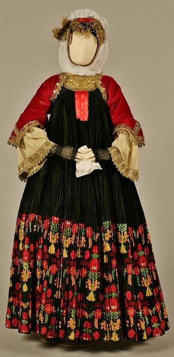 Bridal costume of Skopelos (Sporades islands). Early 20th century (© Peloponnesian Folklore Foundation, Nafplion). The bridal costume of Skopelos is called foustána or stófa after the long, richly pleated outer sleeveless dress, which is made of sixteen metres of black silk satin . In earlier times it had a hem of brocade (stófa), which was later replaced by a band of lavish embroidery with the same floral designs.
